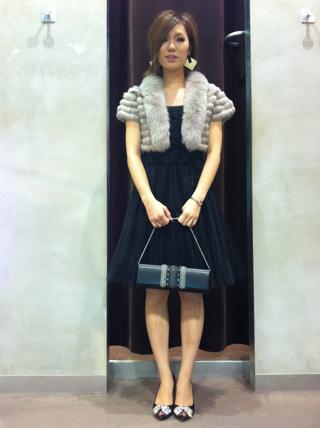 そして、お次は謝恩会や結婚式などの用途に、ドレスを新作一着紹介!