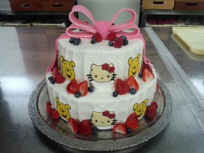 今回のウエディングケーキは ...