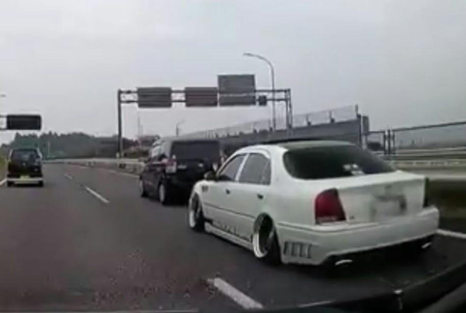 あおり運転をしたり他の車や歩行者にキレて怒鳴り散らすドライバーって本当にいるの? [無断転載禁止]©2ch.net->画像>10枚