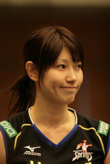 微笑を浮かべる狩野舞子