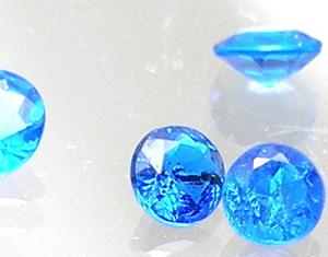 コバルトブルーの宝石アウイナイト