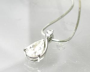 ペアーシャイプカットダイヤモンド