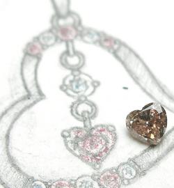 ピンクダイヤしかもハートシャイプカット