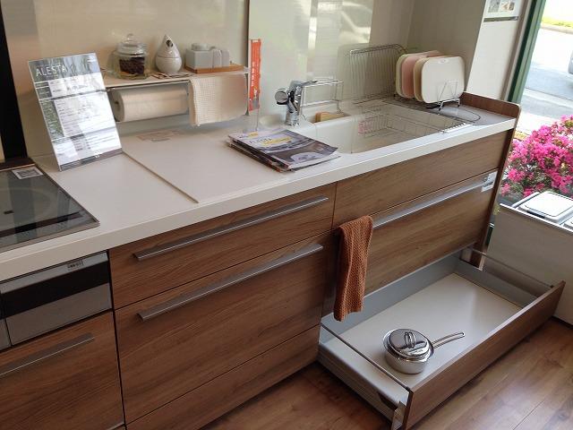 キッチン リクシル キッチン as : 一番下の段 引き出しの収納量 ...